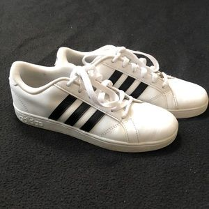 Adidas Superstar youth leather sneaker